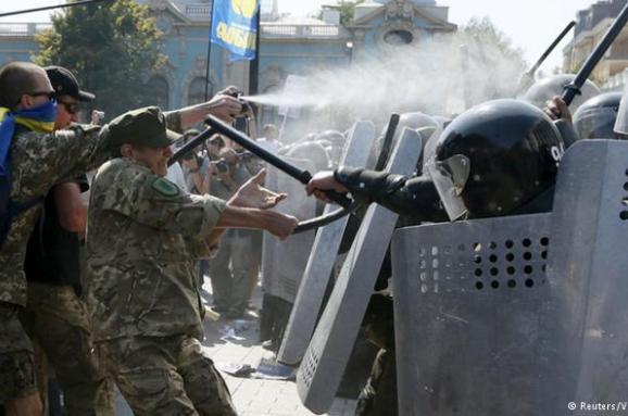 """Огонь под стенами Рады. Как продвигается """"дело защитников Конституции"""""""