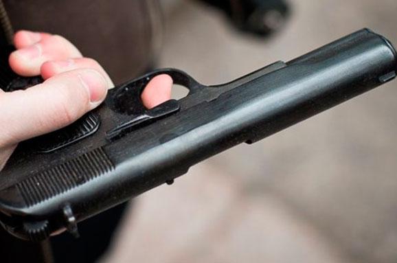 УХаркові поліцейський прострілив ногу чоловікові занецензурну лайку