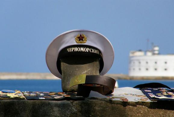 A Soviet-time sailor belt and cap with a designation of the Black Sea Fleet on sale on the boardwalk in Sevastopol