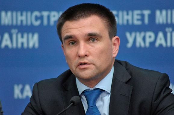 МЗС офіційно рекомендувало українцям не їздити доРосії
