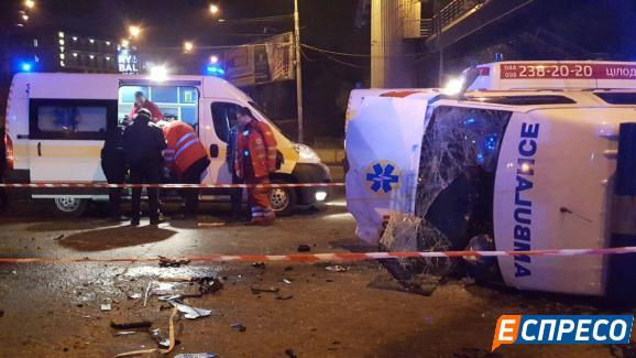 У Києві швидка спричинила смертельне ДТП (ОНОВЛЕНО) - фото 4