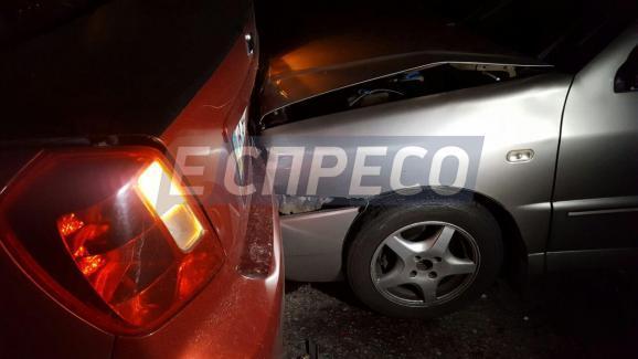В столиці сталася масова аварія – постраждало 9 авто - фото 2
