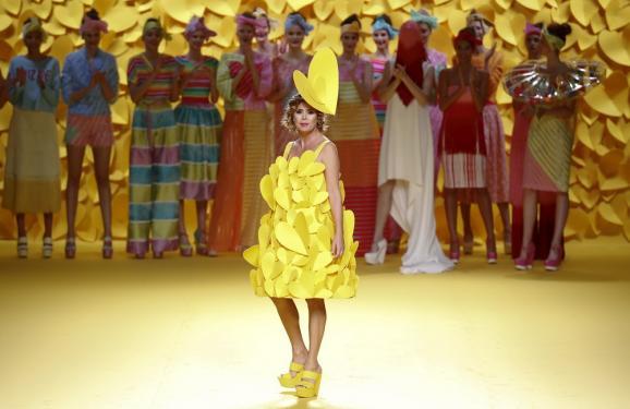Яркие цвета и любовь: Как Mercedes-Benz Fashion Week раскрасил Мадрид