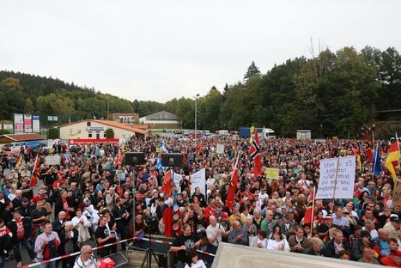 німеччина мітинг біженці саксонія