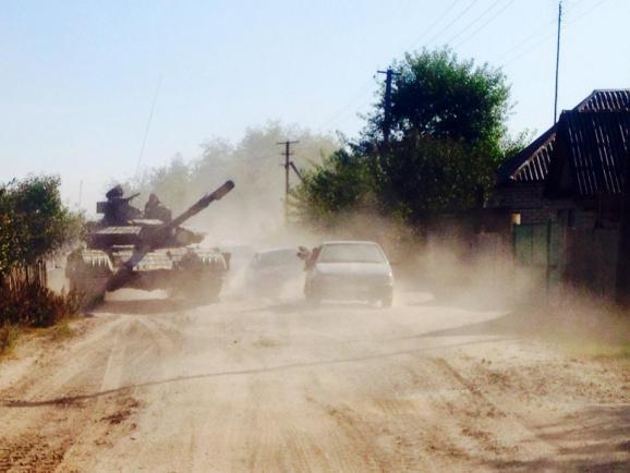 Фоторепортаж: Как Украина выводит танки с линии фронта