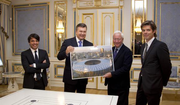 Euronews Янукович Міхаель Петерс Валід Арфуш