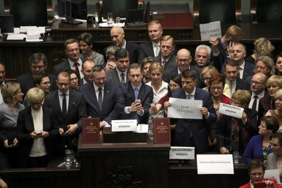 Польша протесты парламент Сейм