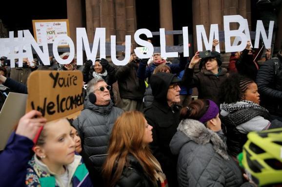 Протесты аэропорт Бостон Дональд Трамп запрет въезда мусульман