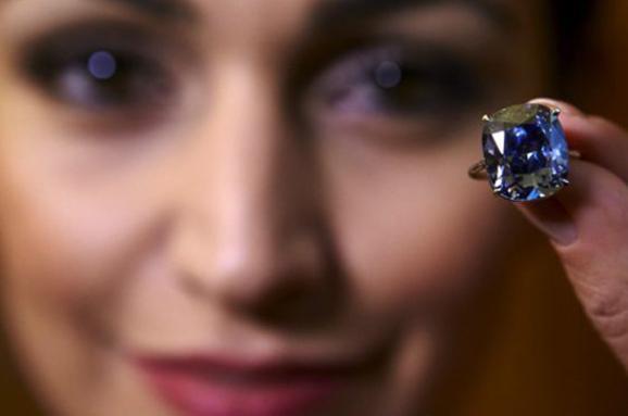 Рідкісний синій діамант продали зарекордну суму наSotheby's