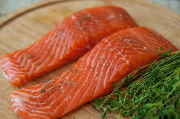 УСША дозволили їсти лосося зі зміненою ДНК