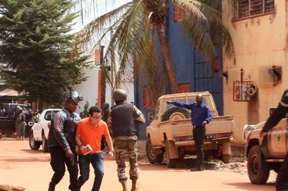 Угрупування «Аль-Каїди» взяло насебе відповідальність зазахоплення готелю уМалі
