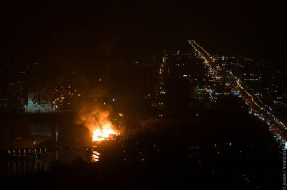 УКиєві на Гідропарку горить ресторан «Млин»