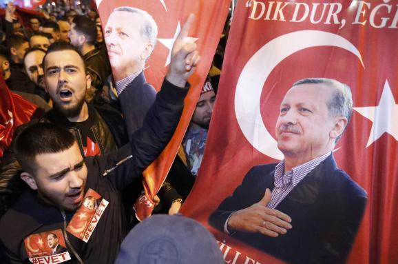 Роттердам турки протести