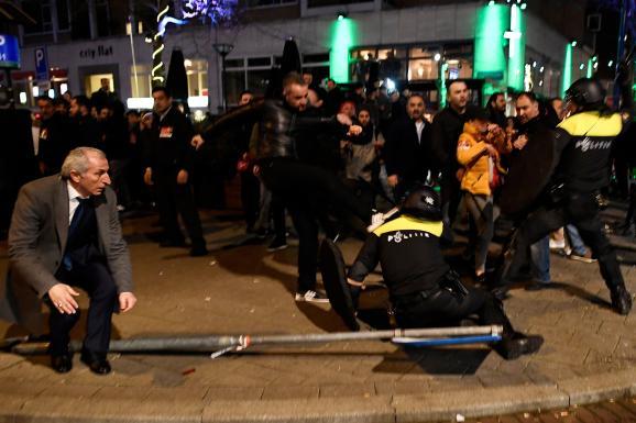 Роттердам турки протесты