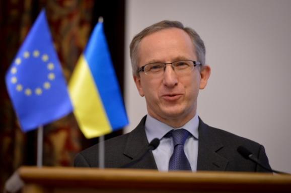 Україні потрібно працювати над новою Конституцією— посол ЄС