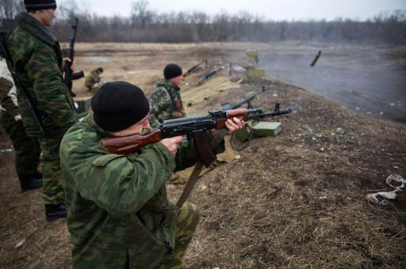Бойовики пішли у бій наЛуганщині таобстріляли зтанка околиці Красногорівки