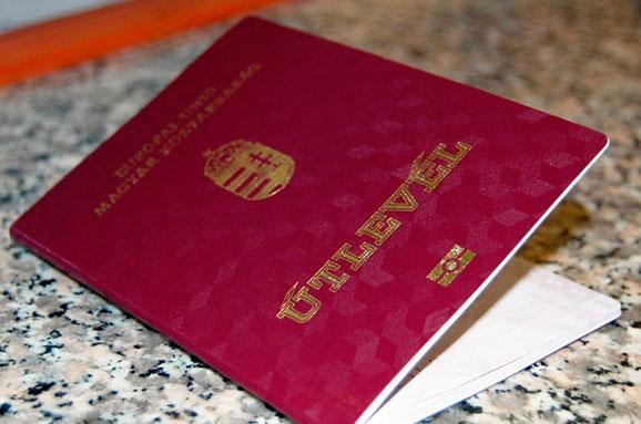 У Івано-Франківську оштрафували чоловіка, який прикинувся угорцем, щоб полетіти за кордон