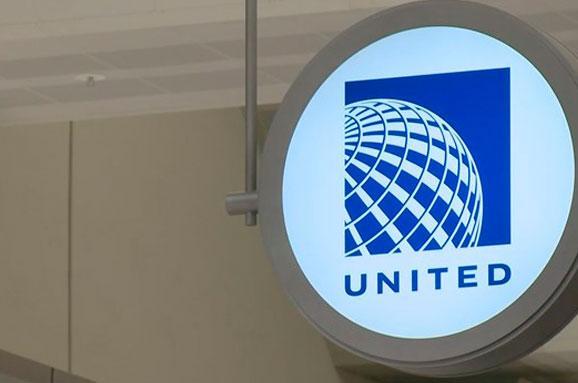 Наборту літака United Airlines скорпіон вжалив пасажира