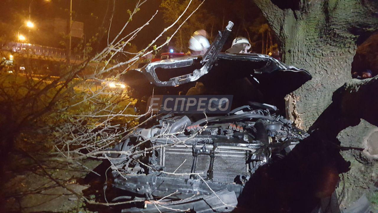 Жуткое ДТП на Столичном шоссе: Mercedes на большой скорости врезался в дерево, девушка-водитель погибла на месте - Цензор.НЕТ 1782