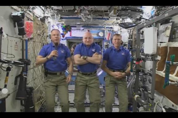 Астронавти показали землянам сальто уневагомості (ВІДЕО)