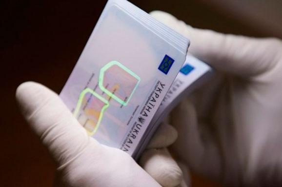 Для отримання закордонного паспорта подали заявки рекордні 19 тис. українців 17 травня