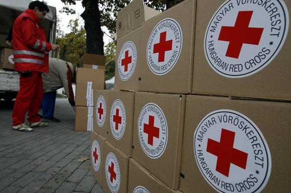 На Донбасі терористи обстріляли працівників Червоного Хреста під час роздачі продуктів