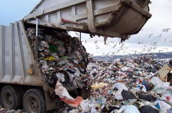 УСадового обіцяють покарати перевізників, які скидають сміття повсій Україні