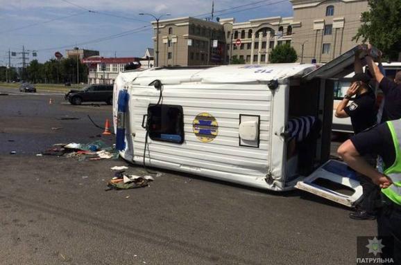 УХаркові перекинулася карета швидкої допомоги— постраждало семеро людей