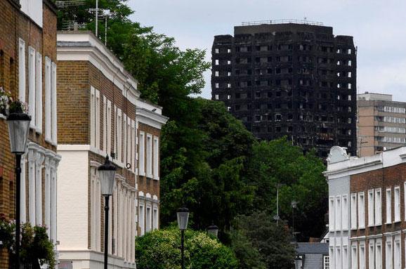 Кількість жертв пожежі убагатоповерхівці Лондона збільшилась до30