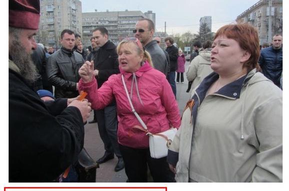 Затримали жінку, яка воперному театрі Дніпра вдарила військового молотком