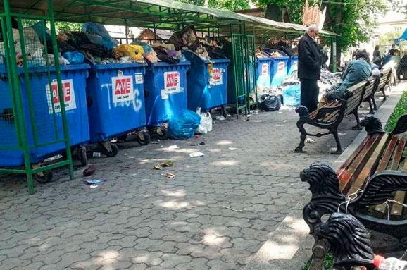 Кабмін готовий виділити кошти навирішення проблеми зі сміттям уЛьвові - Гройсман