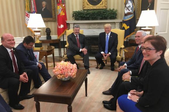 З'явилося фото переговорів Порошенка з Трампом