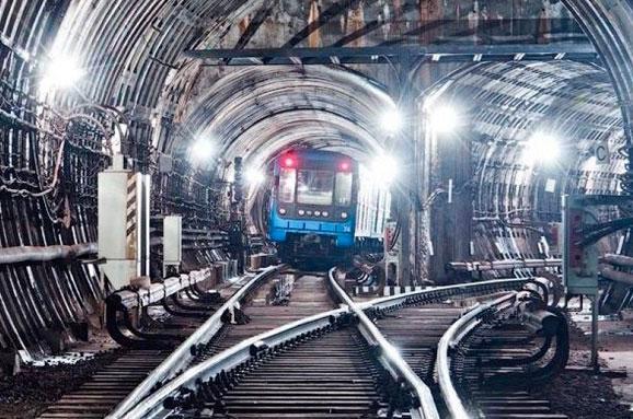 НаВиноградарі відкриють дві станції метро— дата