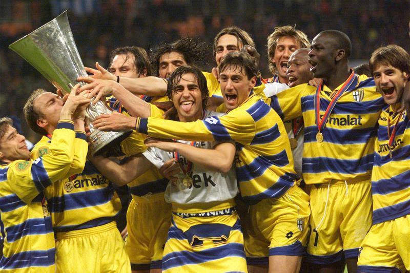 5 знаменитых футбольных клубов, которые оказались на дне