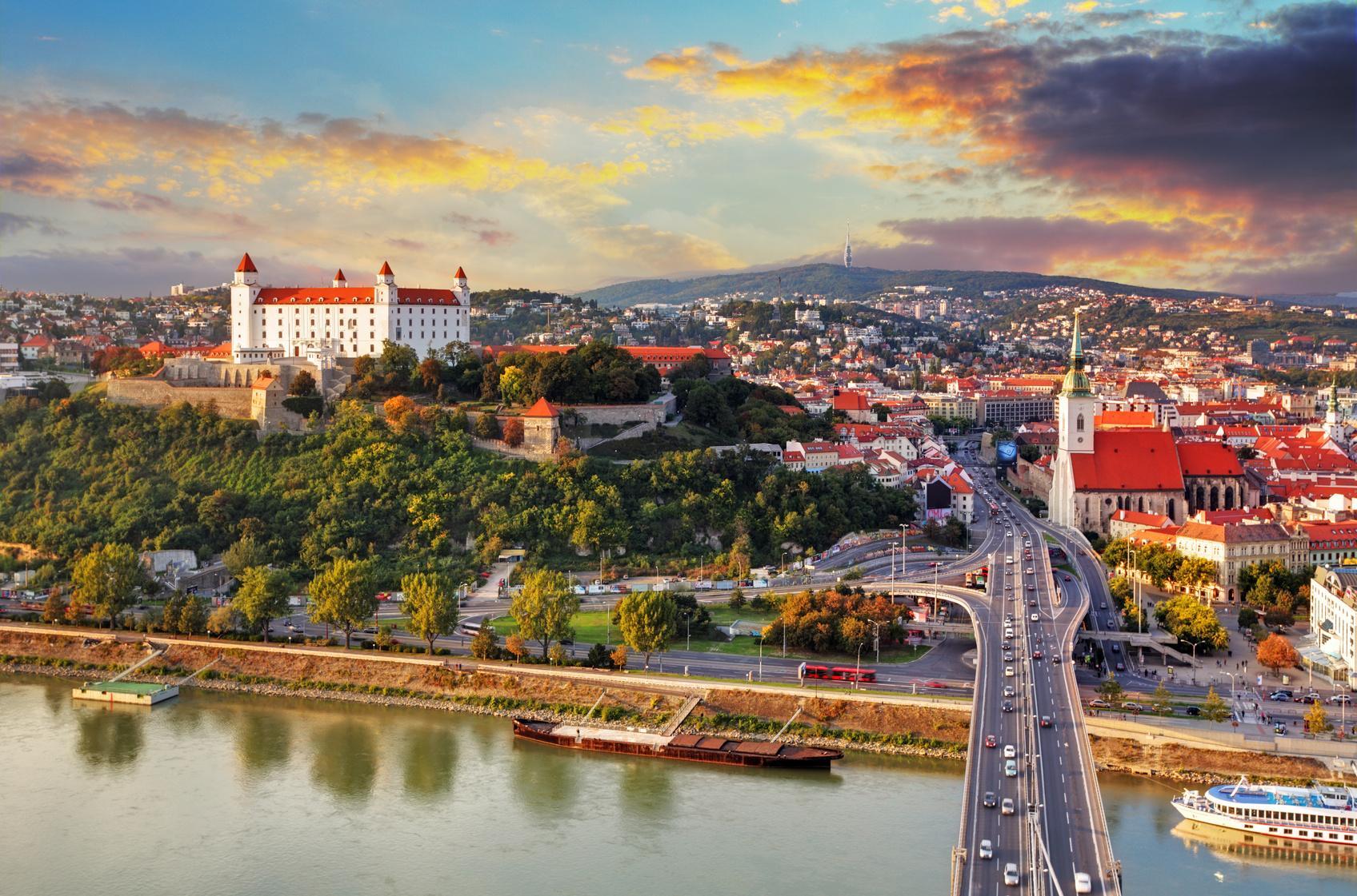 Три интересные европейские города, где можно отдохнуть осенью. Цены на все