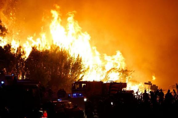 На півдні Франції через лісові пожежі евакуйовано 10 тис. осіб