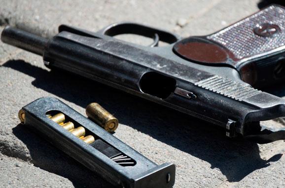 Франківська поліція затримала чоловіка, який розстріляв автомобіль підприємця усередмісті