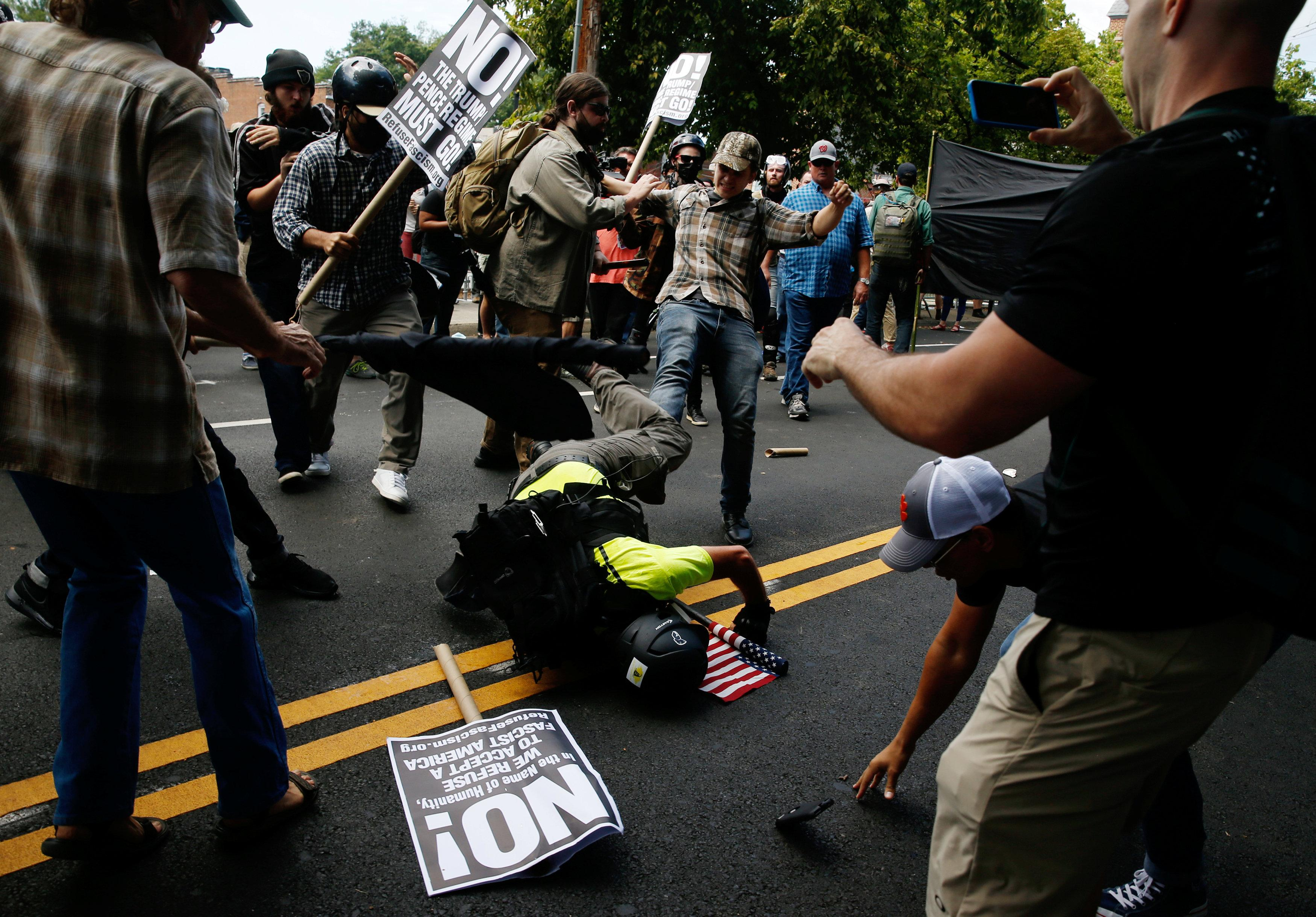 Дональд Трамп після заворушень уШарлотсвіллі нарешті засудив расизм