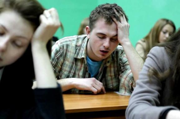 В Украине в пять раз меньше студентов будут получать стипендии. Кому их будут давать и сколько