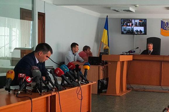 Суд поінформує Януковича про призначені засідання