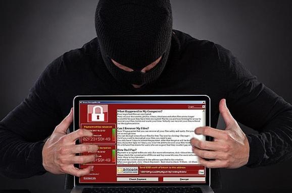 Украинский хакер создал программу, которой россияне «взламывали» выборы в США. История важнейшего свидетеля