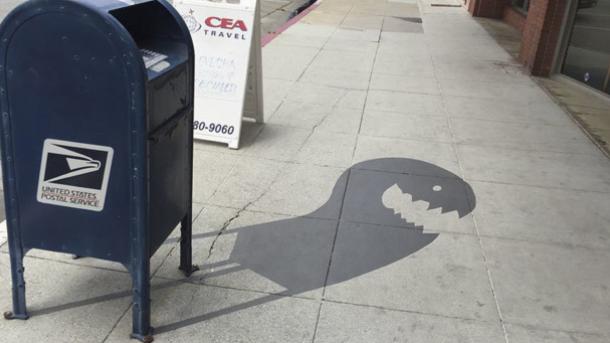 В Калифорнии художник дорисовал тени-монстры для городской инфраструктуры