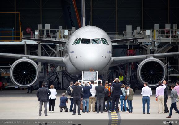 Airbus A320neo самолет
