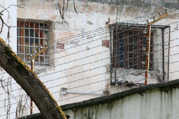 Луценко: Керівника Одеського СІЗО підозрюють умасових тортурах