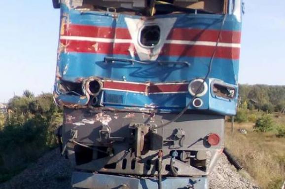 На Харківщині вантажівка в'їхала в потяг, є постраждалі