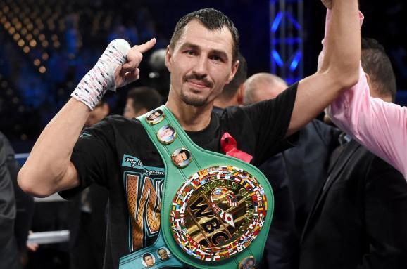 Знаменитий український боксер здобув перемогу, побувавши уважкому нокдауні