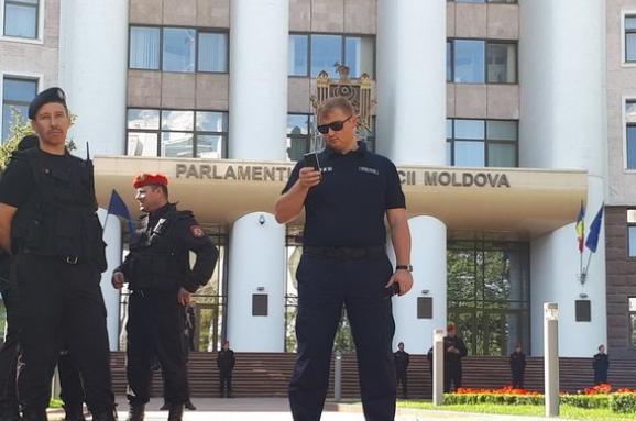 Проєвропейська опозиція Молдови виступила проти повернення до парламенту мажоритарників