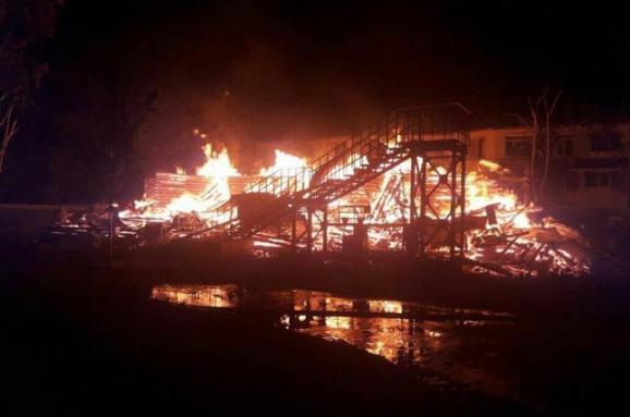 Прокуратура назвала попередню причину пожежі в одеській
