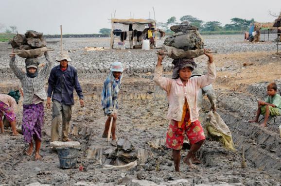 Рабську працю понад 40 млн осіб використовують унаші дні