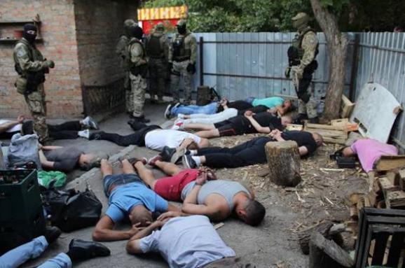 УКропивницькому затримали 27 учасників кримінальної «сходки» зі зброєю